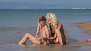 Bends to get fucked at the beach
