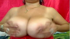 Huge tits mature toys on webcam