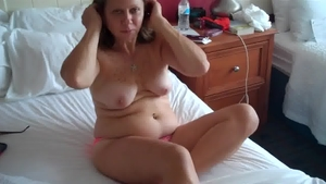 MILF feels the need for pussy sex in HD