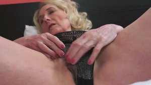 Pussy fucking with young mature