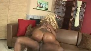 Pierced blonde babe Lethal Lipps feels up to receiving facial