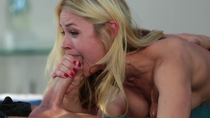 Blonde babe Sarah Vandella throat fucking