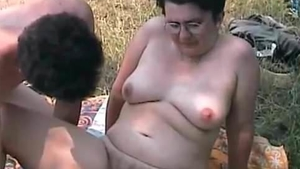 Naked MILF gets a buzz out of nailed rough